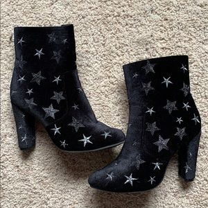 Top Moda Velvet Star heeled boots!